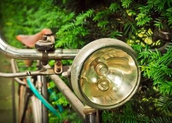 ロードバイクのライトの選び方、スペックと機能をご紹介<アイテム紹介記事1>